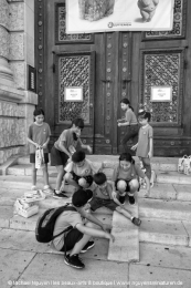 Kids in front of a museum