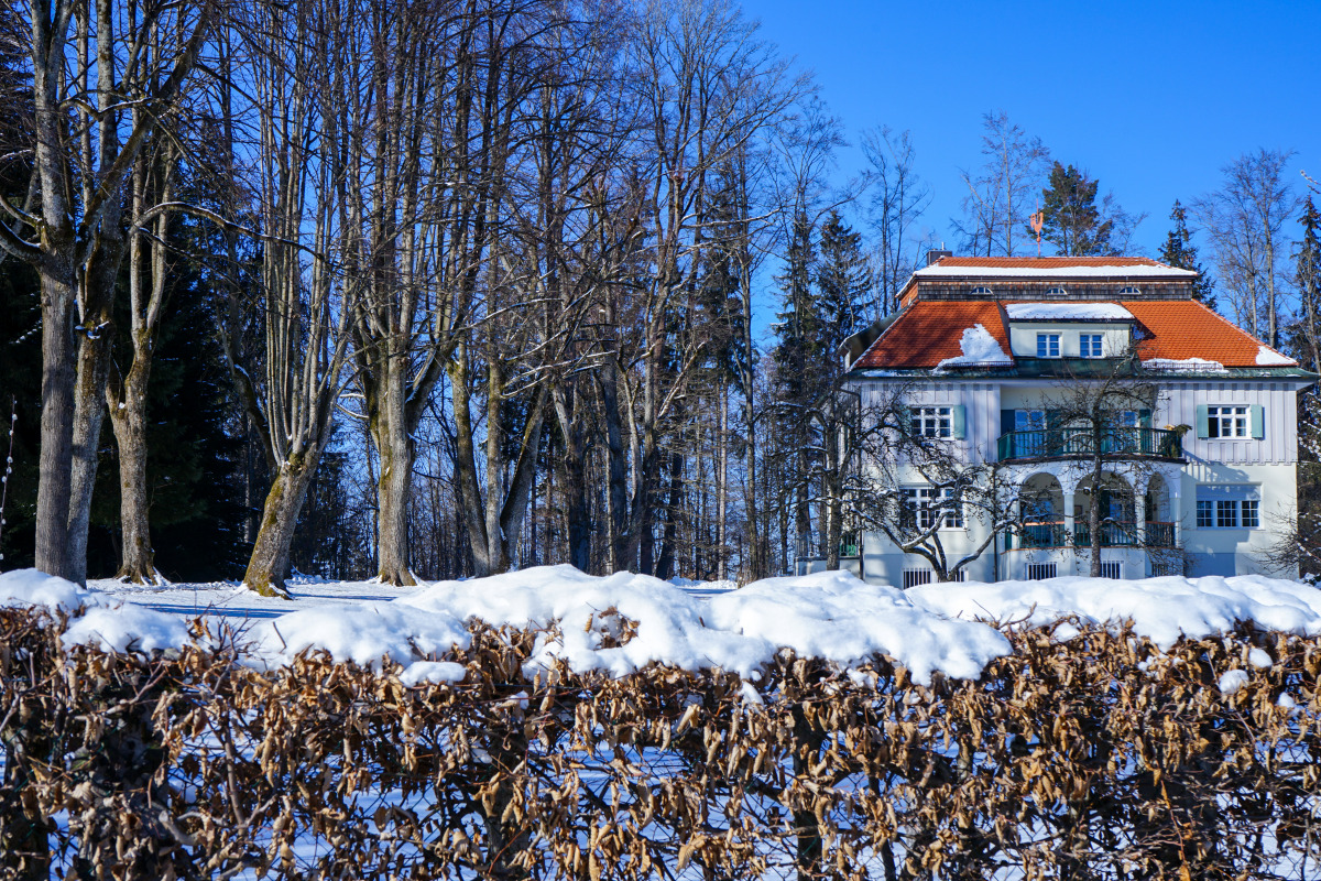 By the roadside # 1275 Bad Tölz, February 13, 2021: From 1909 to 1917, Thomas Mann, winner of the Nobel Prize for Literature (1929), spent summers (and some winters) in Bad Tölz in an Art Nouveau villa built by Hugo Röckl.