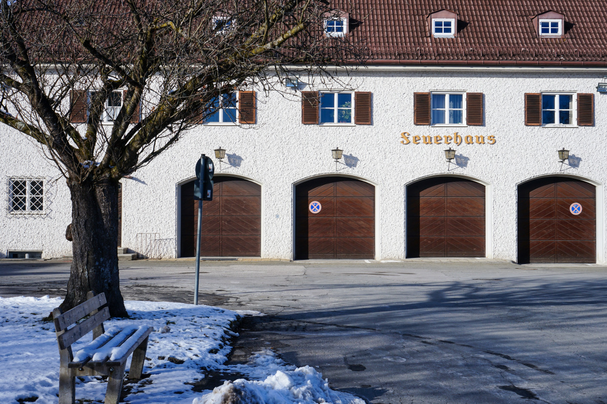 By the roadside # 1286 Tutzing, February 14, 2021: Fire station Tutzing